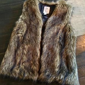 NEW- Full Tilt Faux Fur NEW no tags Size Small
